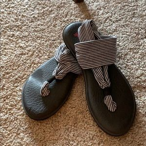 Sanuk Sandals - size 7/7.5